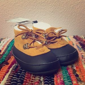 CARTER'S HIKING BOOT NWT SIZE 6-9M
